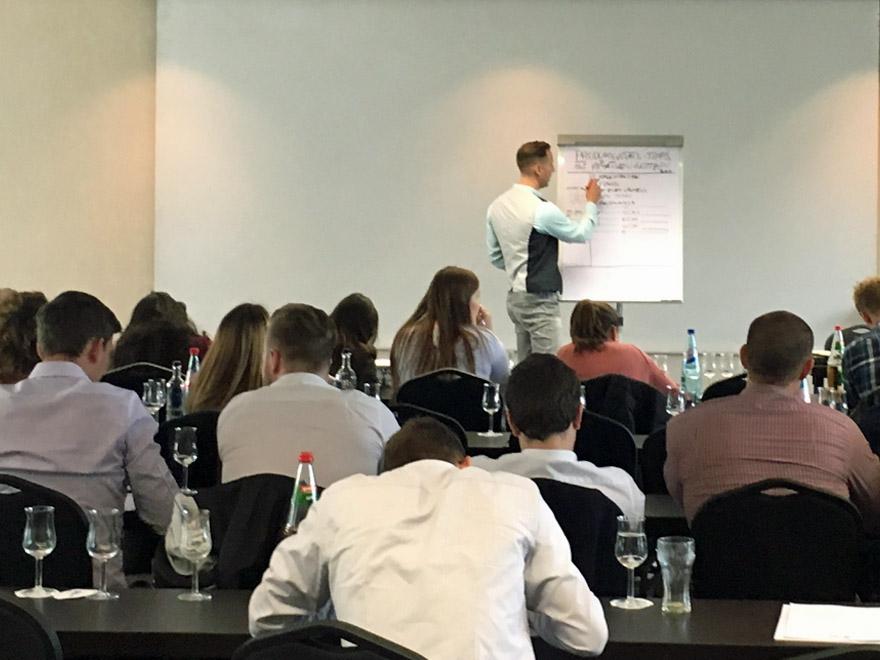Junge Talente treffen auf kreative Produktivität Auditorium VITAMINP.info